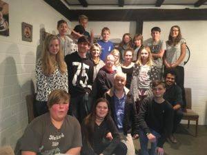 Das Jugendforum am 3. Dezember 2017 im Seminarhaus Nordloh. Die beiden Älteren vom Begleitausschuss der PfD sind auch auf dem Foto.